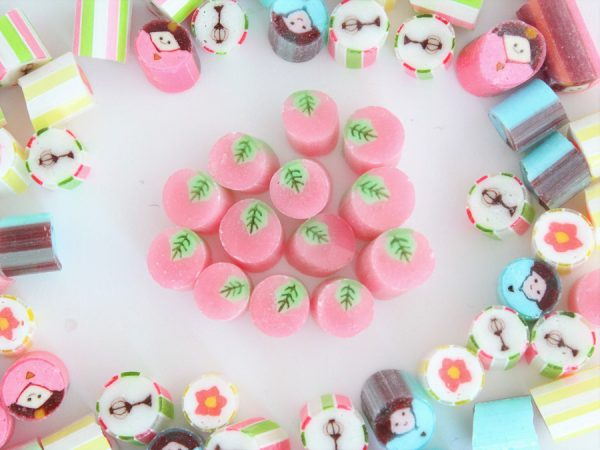 2005年に国内展開をスタートし「世界一おもしろいお菓子屋さん」を目指す株式会社PAPABUBBLE JAPAN(東京都 渋谷区、代表:菅野清和)が展開する、スペイン・バルセロナ発祥のアート・キャンディ・ショップ「papabubble パパブブレ」は、 桃の節句を祝うみなさまに向け、「ひなまつりMIX」を2018年2月10日(土)から3月4日(日)まで限定発売