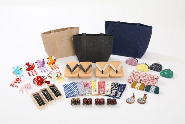 全国に120店舗展開する株式会社やまとの 新たなきものショップ「YAMATO craft gallery」の1号店を、6/21(木)成田エアポート第一旅客 ターミナル エアポートモールにオープンしました! 日本最大の玄関口で、日本を好きになっていただいた方に、帰国される瞬間まで「KIMONO」を 通して日本の魅力を感じてほしい、という想いで出店されたとのこと。 訪日外国人に人気のリサイクル羽織をはじめ、きもの・帯など Used in Japan 商品を5,000 円~品揃え。 また、日本文化を感じる和小物、手ぬぐい・風呂敷・袋物など、 こだわりのMade in Japan グッズも多数展開いたします。