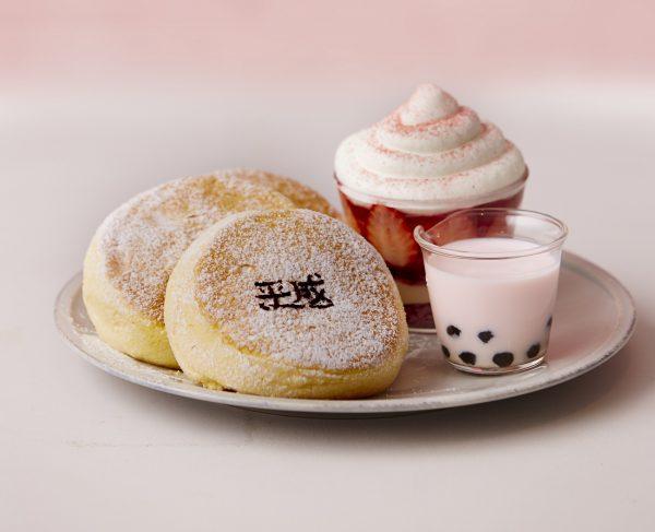 スフレパンケーキ専門店「FLIPPER'S」が平成最後に贈る「奇跡のパンケーキ」平成を代表するスイーツが一皿に!「平成最後の奇跡のパンケーキ いちごティラミス」 4月10日(水)より発売 パンケーキ芸人・夢屋まさる氏考案ネタ「平成最後のパンケーキ食べたい!」公開&投稿キャンペーンも