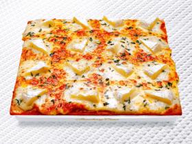 ナポリの窯 3月25日(水) 横浜福富町に宅配ピザ「ナポリの窯」がOPEN! 自粛ムード真っ只中。そろそろ何かお店の味を味わいたくなってきませんか? 「何を食べても、いちばん美味しい。」と好評価! オリンピックが伸びちゃった。「ナポリの窯」のチーズはもっと伸びます。 株式会社テクノシステム 2020年3月24日 23時38分 ツイート はてな 素材DL ・・・ その他 メール Slack Talknote 折からの新型コロナウイルス騒動の影響で、不要不急の外出自粛が求められる昨今。外食の機会もめっきり少なくなった、という人もきっと多いことでしょう。自炊にも飽き、そろそろ何かお店の味が味わいたくなった!という時に頼りになるのが宅配ピザ「ナポリの窯」です。ご注文からお受け取りまで、約30分程度で本格ナポリピザを配達してくれる「ナポリの窯」は、現在の出控えモードの救世主です!