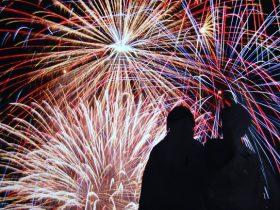 夏の風物詩で一生の思い出作りをお手伝い。「安心・安全に」大輪の打ち上げ花火を鑑賞