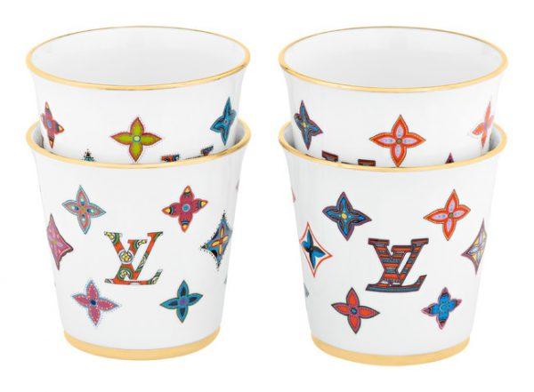 【ルイ・ヴィトン】陶器の新作ギフト・コレクション!お家時間をぐっと華やかに! ルイ・ヴィトン ジャパン株式会社2020年12月24日 13時00分 ツイート はてな 素材DL ・・・ その他 メール Slack Talknote close ルイ・ヴィトンは、これからのお家時間を豊かにする陶器製のプレート・セットとカップ・セットを2021年1月上旬より発売いたします。 ルイ・ヴィトンの2種類のテキスタイルからインスピレーションを得た新作の陶器製プレート・セットとカップ・セットは、アイコニックなモノグラムをカラフルに再解釈し、ポップで華やかな印象をもたらします。