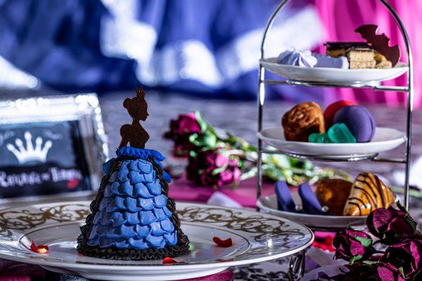 ミステリアスなヴィランズ(悪役)の世界をスイーツで表現!ダークプリンセスのドレスケーキからはじまる、ダーク&スイートなアフタヌーンティーをご堪能